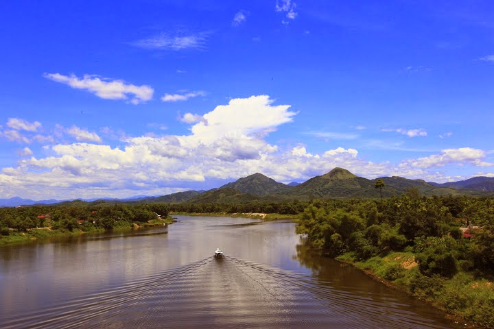 sông hương Núi Ngự Bình Huế