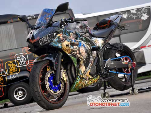Modifikasi Yamaha YZF-R25 Ala Clash of Diablo