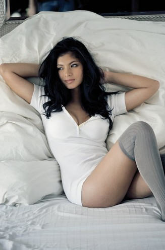 Sexy Filipina Actress Angel Locsin