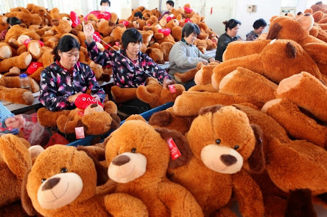 Production of Teddy-Bears in China/Xinhua