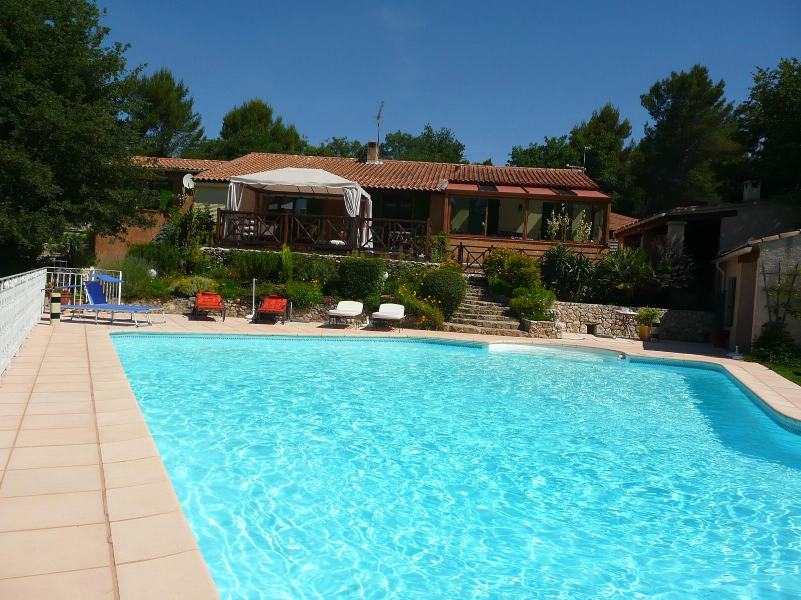 Maison d 39 h tes entre sainte victoire calanques sainte baume maison d 39 h tes de charme bed - Chambre d hotes aix en provence piscine ...