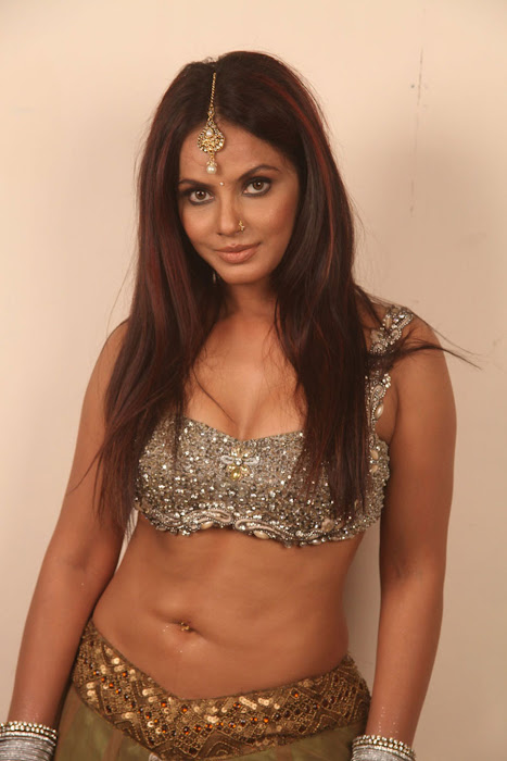neetu chandra for spicy for settai movie hot images