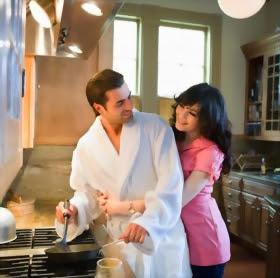 نصائح لتتمتعى بحياة زوجية سعيدة - Cooking-man-and-a-woman-sitting