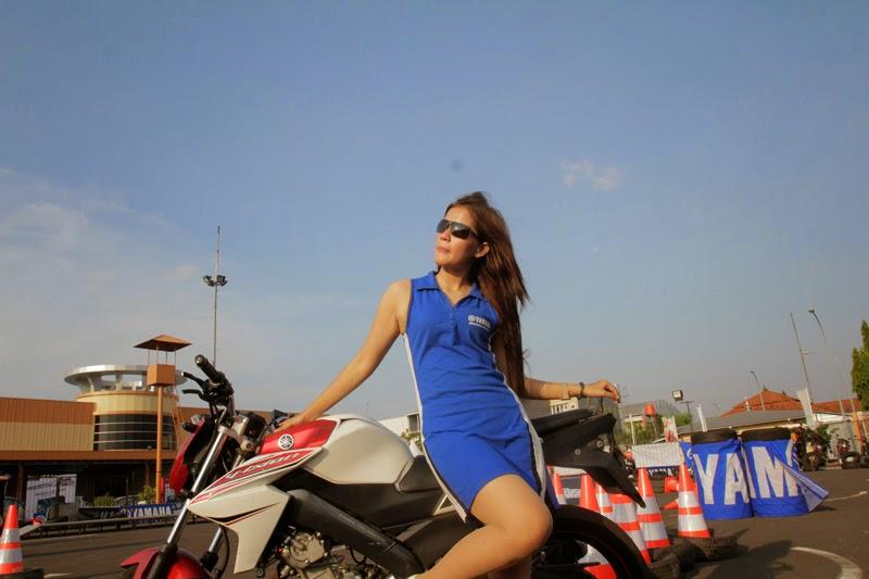 Foto-foto Cewek Cantik di Ajang Yamaha V-Ixion Challenge 2014
