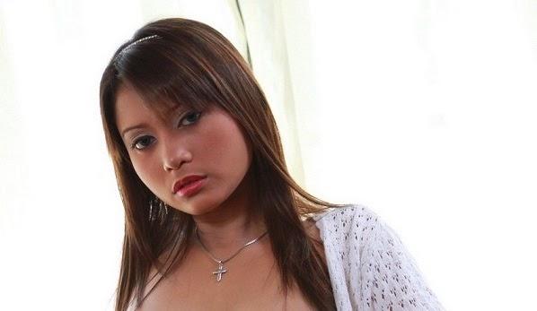 Mengintip Lena Cewek Medan Pose Telanjang di Studio Foto