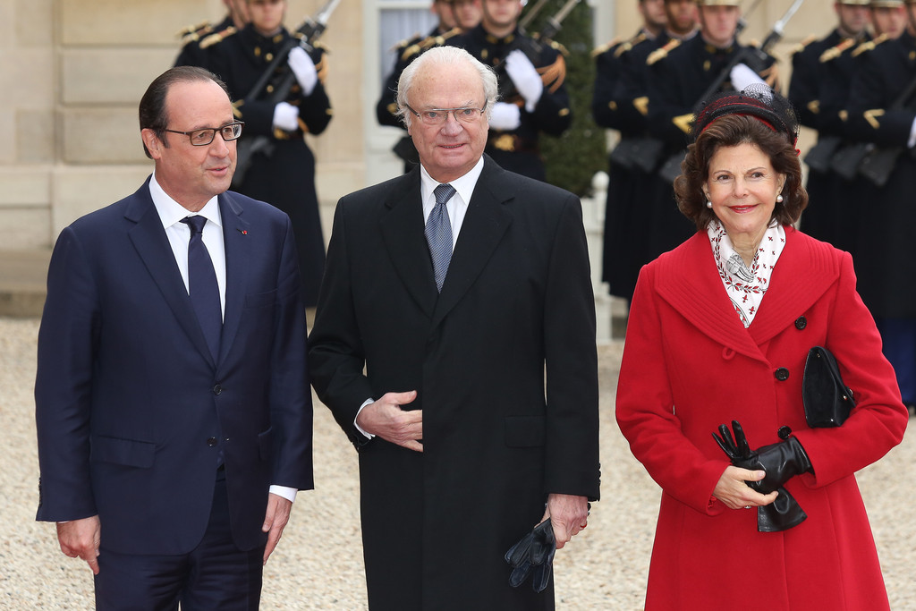 Sweden's King Carl XVI Gustaf (C-L) is greeted by French Senate President Gerard Larcher (C-R) upon his arrival for a meeting at the Senate in Paris
