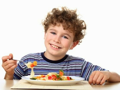 Niño con buena alimentación