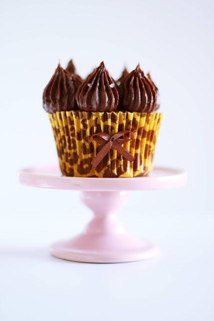 """cupcake crocante com salted caramel ganache"""