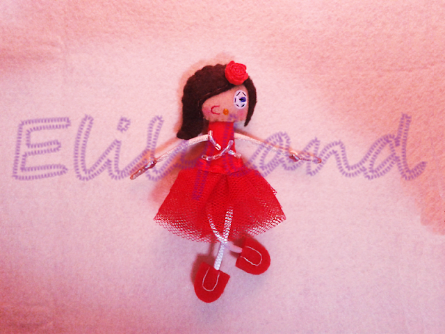 Mini-Elily Bailarina Tutu Rojo Muñeca Broche Fieltro