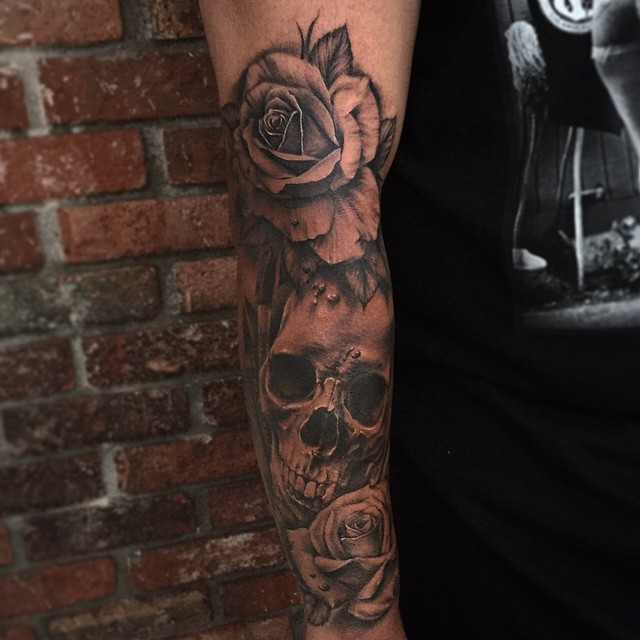 Skull and roses sleeve tattoo tattoo geek ideas for for How to blend tattoos into a sleeve