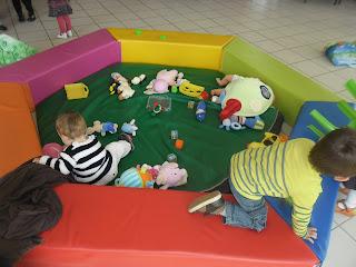 RAM Relais assistantes maternelles activités enfant peinture marbrée