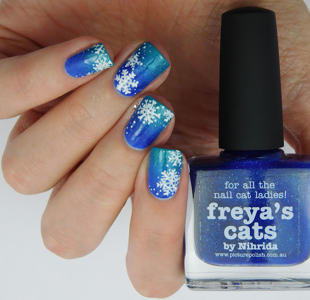 Picture Polish Calm and Freya's Cats Gradient Winter Nagel Design
