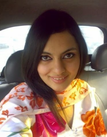 Beautiful Gujranwala Desi VIP Girls Cleavage HD Photos