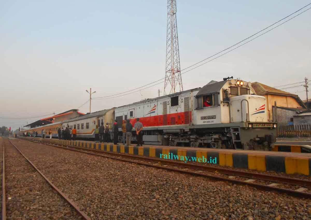 gambar lokomotif CC20119