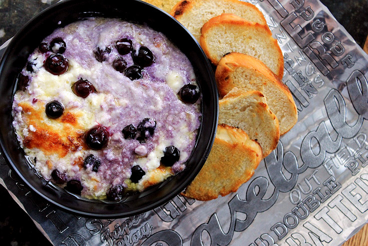 This savory white cheddar Baseberry Dip will disappear quick, no matter which team you're cheering for this weekend! Featured on the Wendell August Language of Sports Baseball Chip and Dip Set. #ad