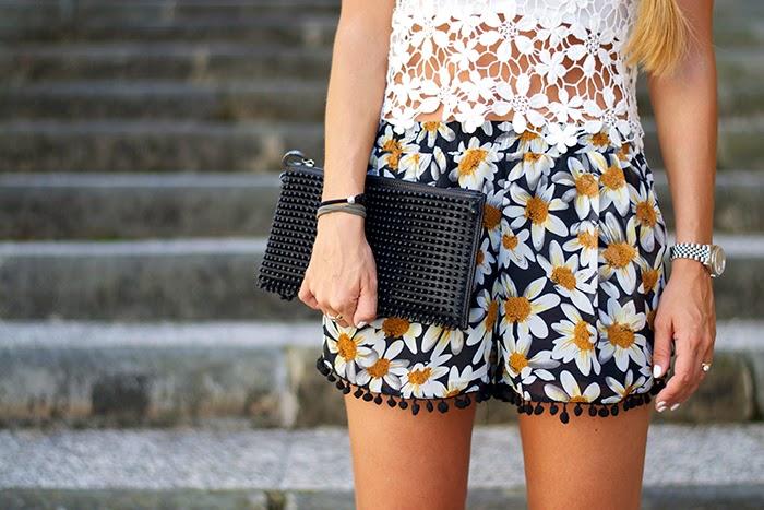 daisies short