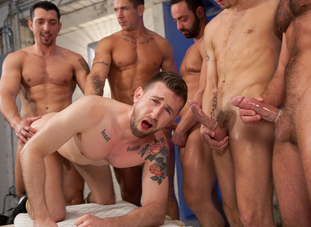 Толпой на гея порно 23 фотография