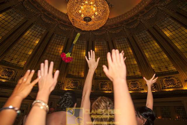dome room boquet toss