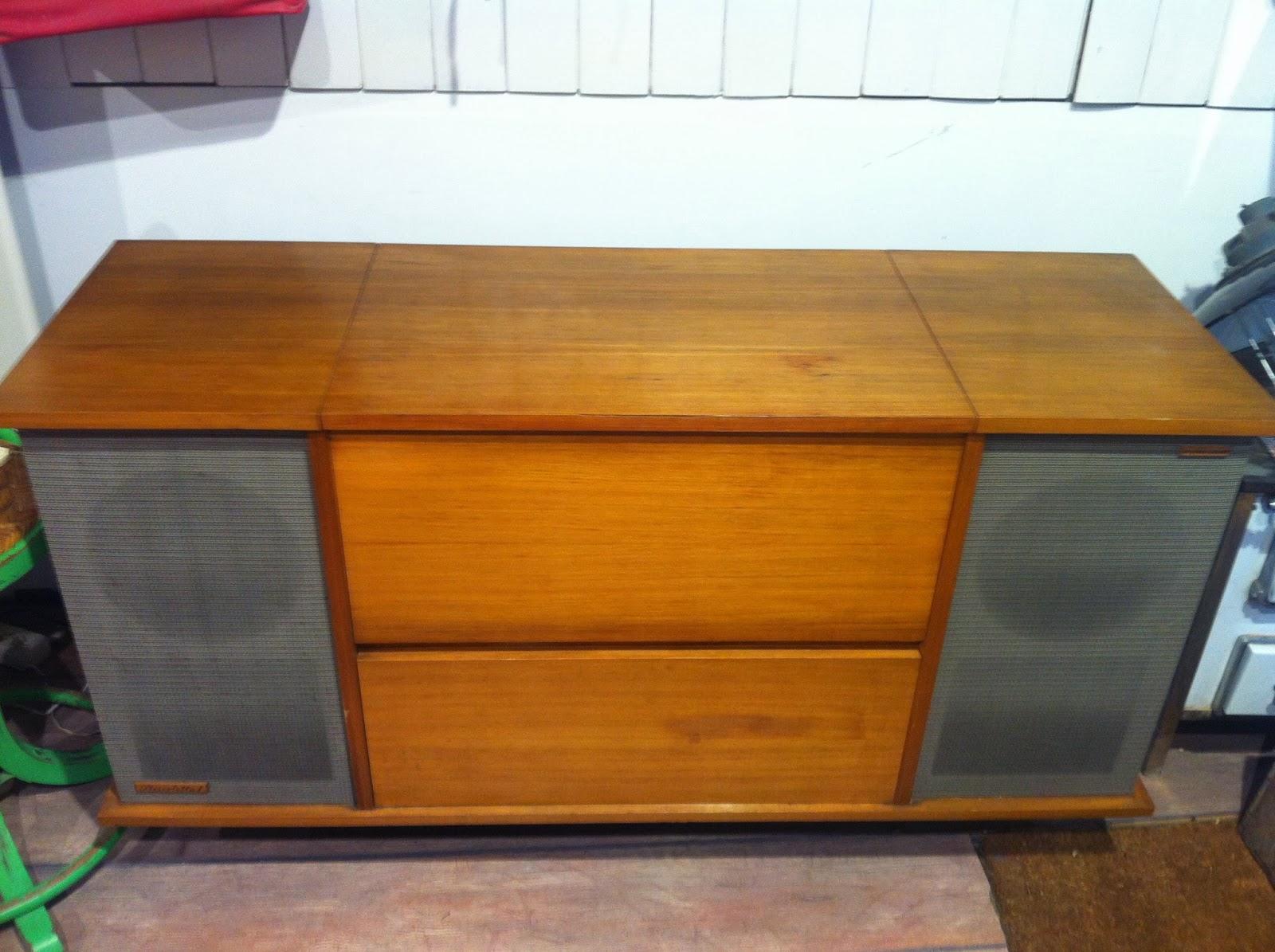 Decoraci n vintage antiguitats baraturantic mueble radio for Muebles para tocadiscos