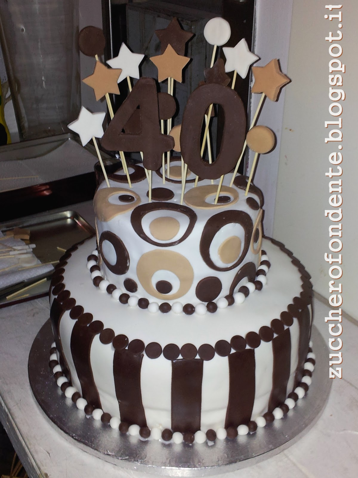 Zuccherofondente torta 40 anni a due piani for Torte di compleanno a due piani semplici