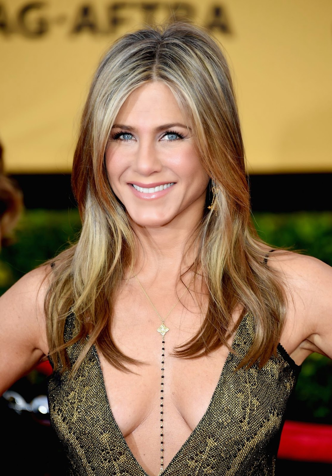 Jennifer Aniston bares ample cleavage at the 21st Annual ...