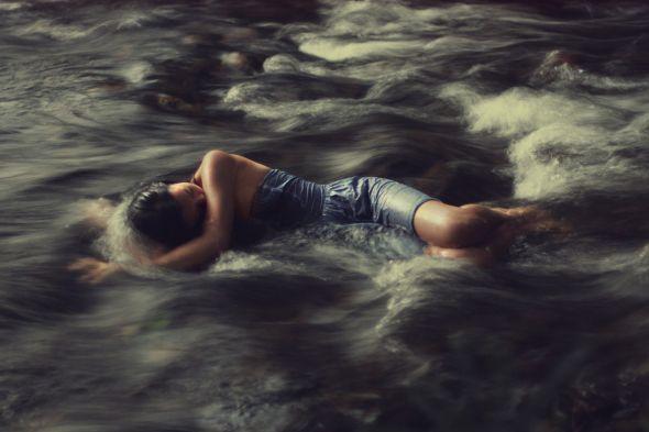 Kylie Woon fotografia photoshop surreal solidão melancolia Correnteza