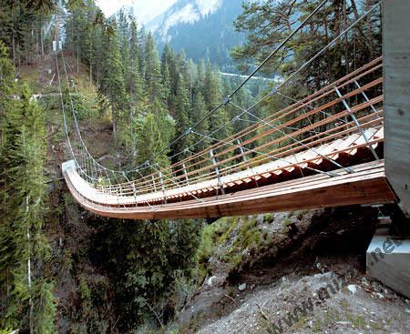 Jembatan Berbentuk tangga pada Traversinertobel (Swiss)