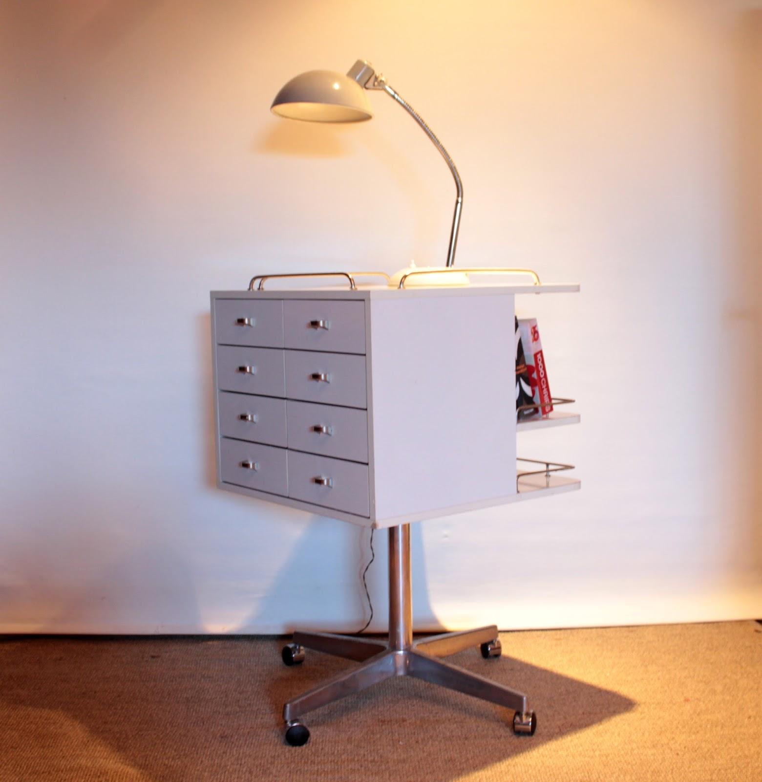 chicbaazar objets vintage 50 60 70 meuble m dical de dentiste vintage rotatif. Black Bedroom Furniture Sets. Home Design Ideas