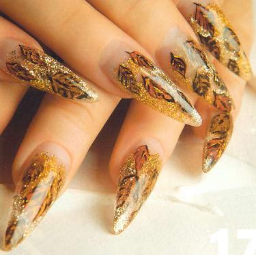 Golden Patterned Nail Art