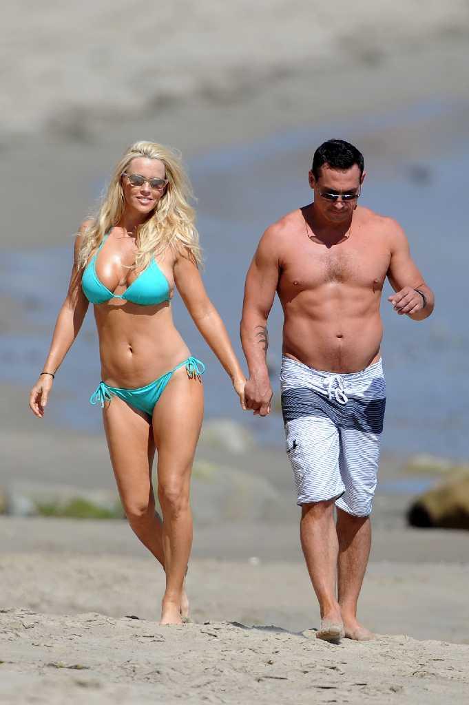 Magnificent Body Jenny Mccarthy Quot Aqua Bikini Quot On Miami Beach