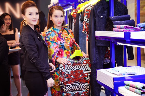 Yen Trang and Yen Nhi - two sisters already in Vietnam