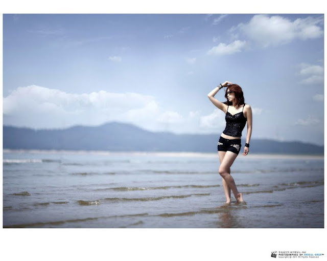 Lee Sung Hwa - Short Jean on The Beach