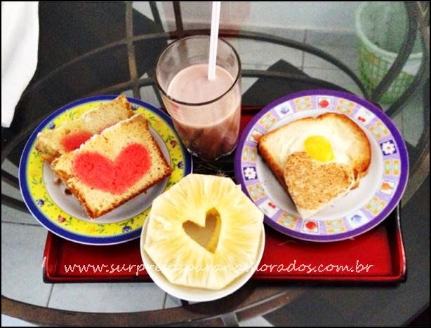 café da manhã na bandeja para o marido
