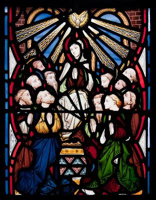 Pentecostes. Vitral da Igreja da Assunção, Ilha de Nossa Senhora, no condado de Wexford, Irlanda