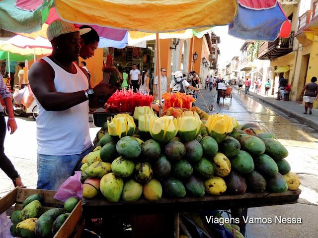 Vendedores de frutas no centro histórico de Cartagena