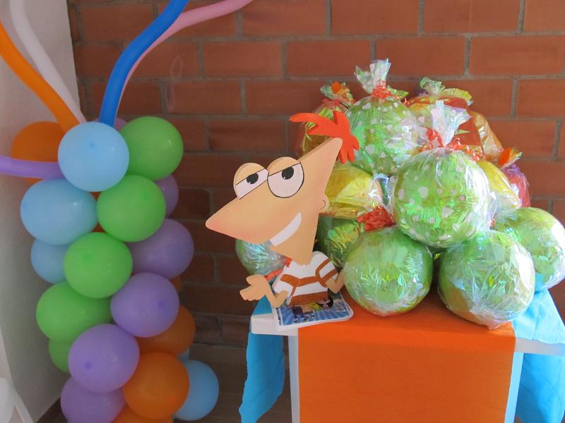 Decoracion phineas and ferb car interior design - Fiestas infantiles tematicas ...