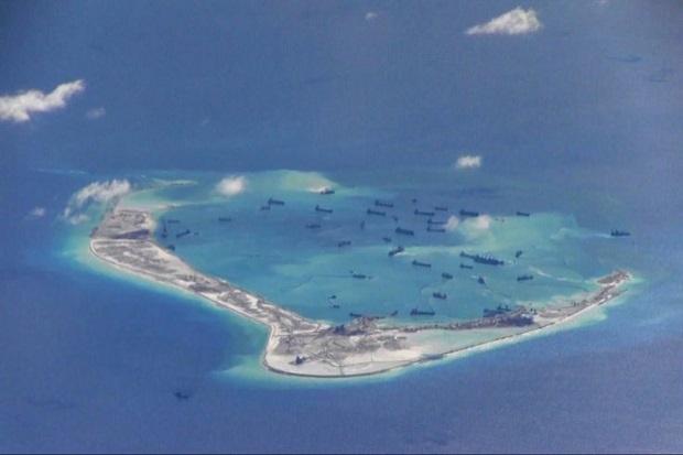 China diduga membangun landasan pacu ketiga di Laut China Selatan  source: http://international.sindonews.com/read/1044921/40/china-diduga-bangun-landasan-pacu-ke-3-di-laut-china-selatan-1442303851