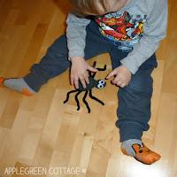 http://applegreencottage.blogspot.com/2015/05/how-to-make-spider-kids-crafts.html