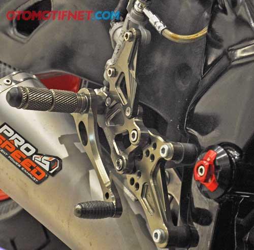 Modifikasi Honda CBR150R Kaki - Kaki Kekar