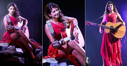 Vestido vermelho Paula Fernandes