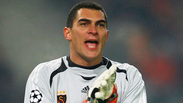 Mondragon becomes oldest World Cup player at 43