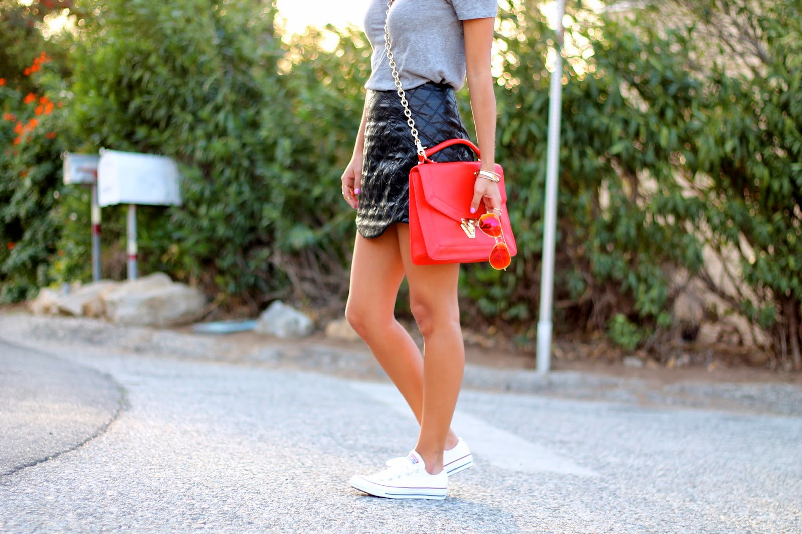 how to wear leather skirt and converse
