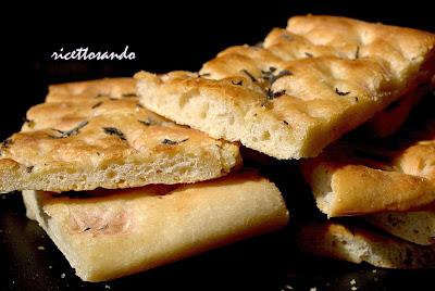 focaccia ricetta base ricetta lievitati a base di farina di grano