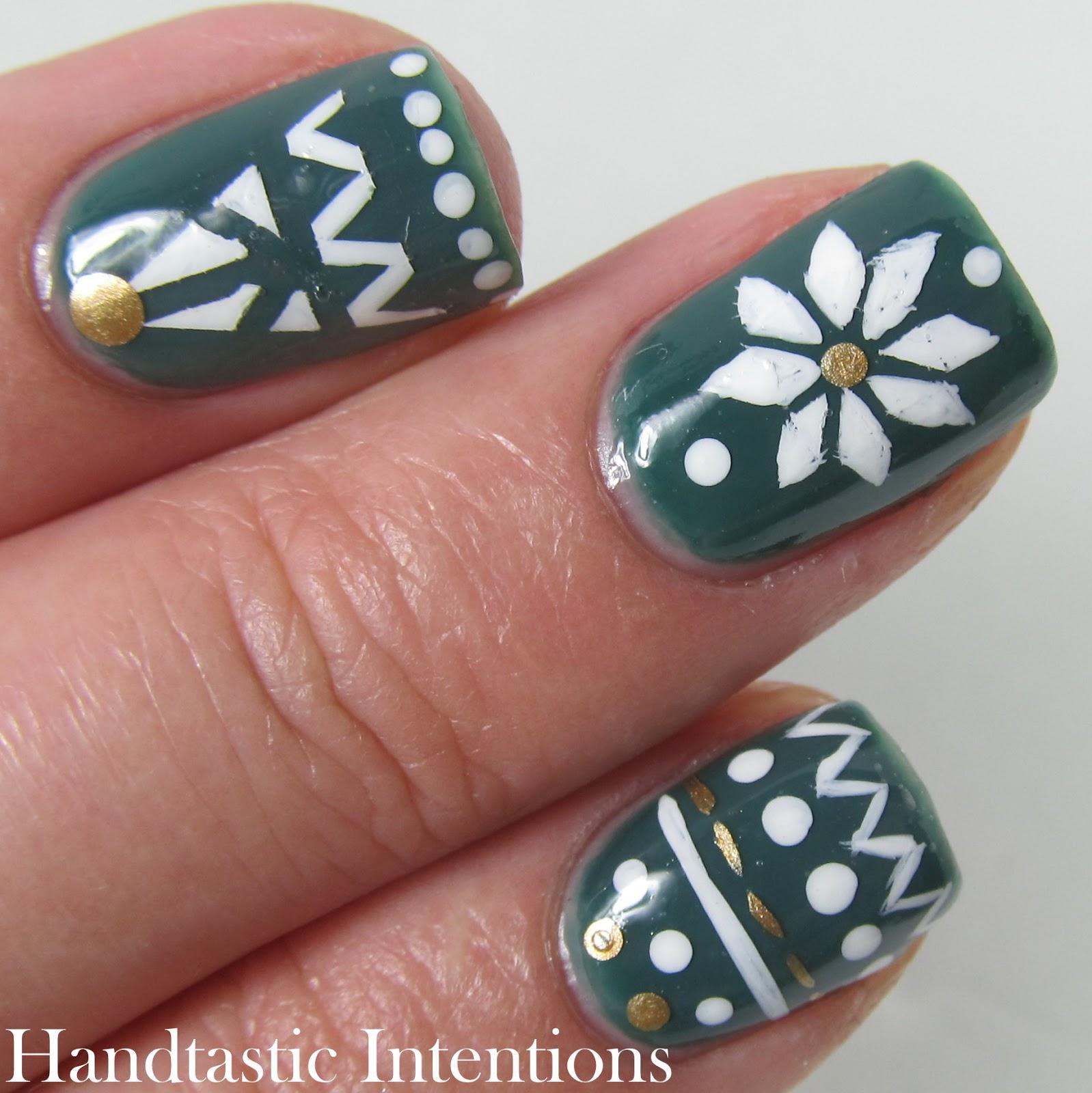 Hand Painted Christmas Nail Art: Handtastic Intentions: Christmas Nail Art: Christmas Tree