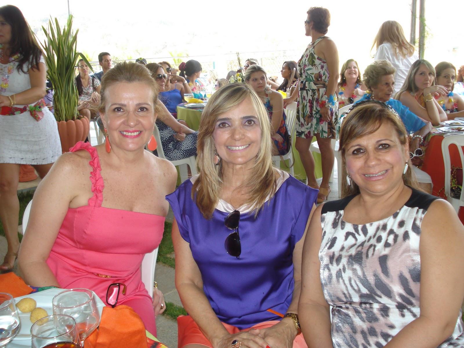 http://2.bp.blogspot.com/-mW4CpY07-eo/Tn-ELv5vNiI/AAAAAAAAAWo/x87fbrViTZM/s1600/festas+marielle+2509+002.JPG
