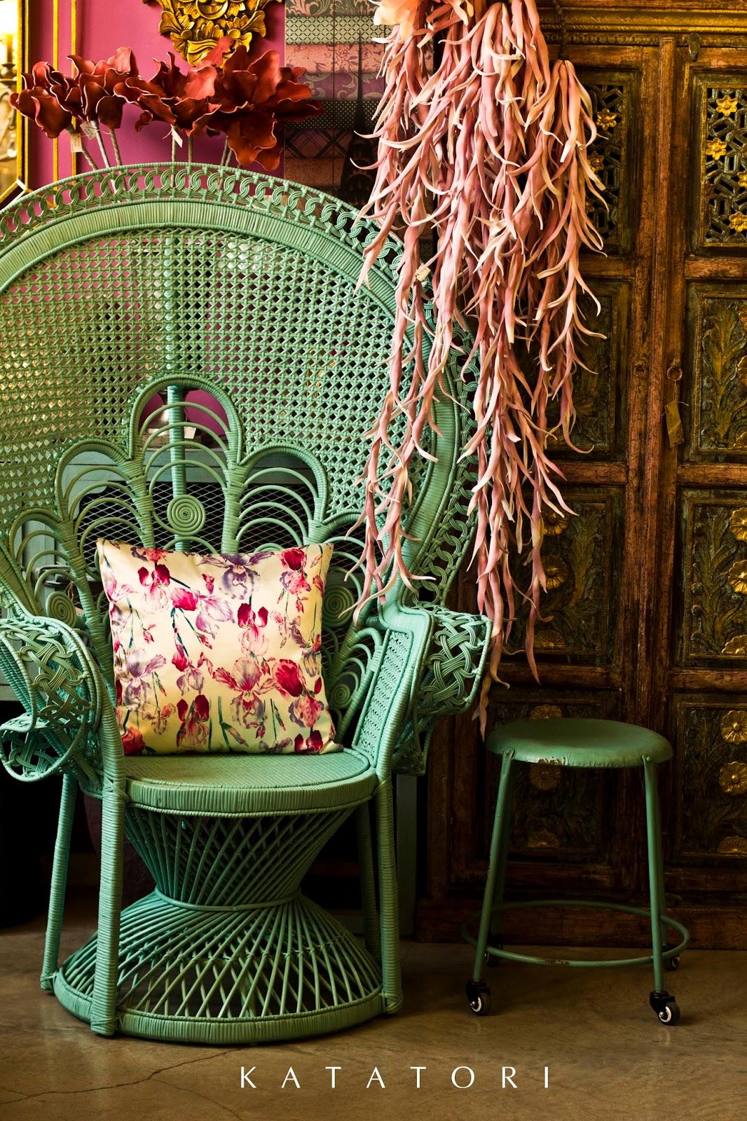 Katatori interiores el color de los viernes for Muebles poligono el manchon
