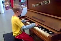 Belajar dari YouTube, Pianis Cilik Ini Mainkan Piano Bak Mozart