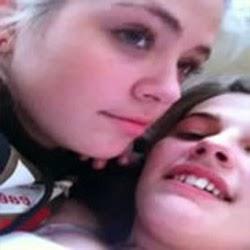 Videos de Lesbicas Novinhas - Sexy Girls Kissing Selfie Suck - http://www.videosamadoresbrasileiros.com
