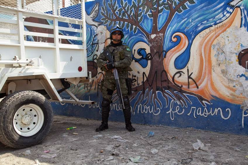 http://www.chilevision.cl/noticias/chvnoticias/nacional/diez-detenidos-marino-asesinado-en-haiti-estaba-a-15-dias-de-volver-a-chile/2015-04-14/144502.html