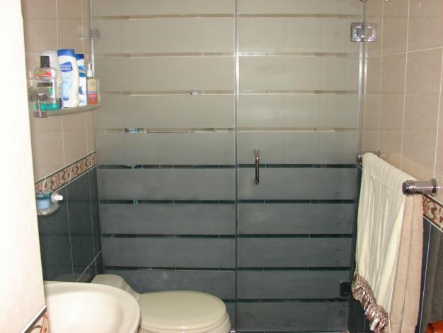 puertas de aluminio para banos